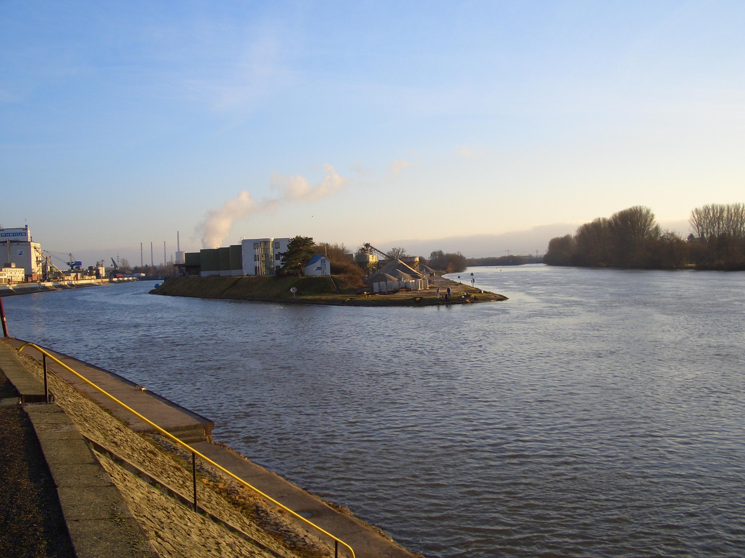 Hafeneinfahrt in den hanauer hafen hanauer seite