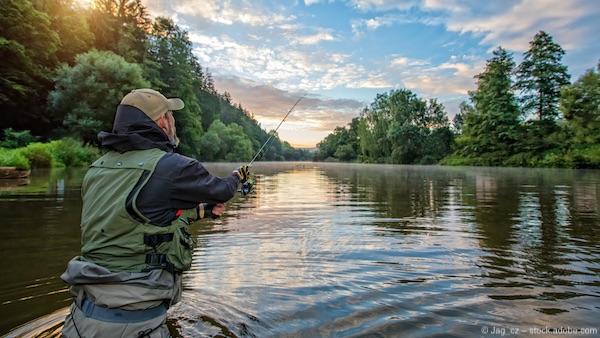 Angler beim Wurf Wurfgewicht