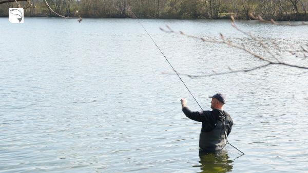 Angler in Wathose