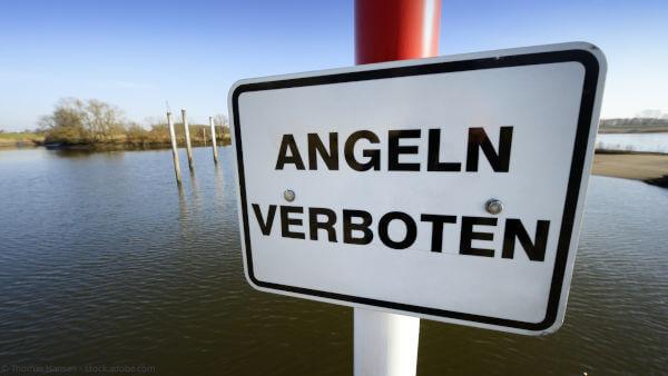 Schild Angeln verboten: Neue Pläne des Bundesamtes für Naturschutz sehen Angelverbote in der Ostsee vor